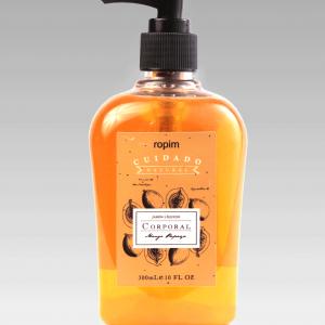 Su fórmula especialmente balanceada a base de glicerina y extractos de frutas tropicales limpia delicadamente la piel hidratándola profundamente y proporcionando una agradable sensación de suavidad y frescura.