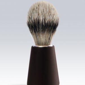 Nuestra brocha para afeitar genera mas espuma y es delicada con tu piel